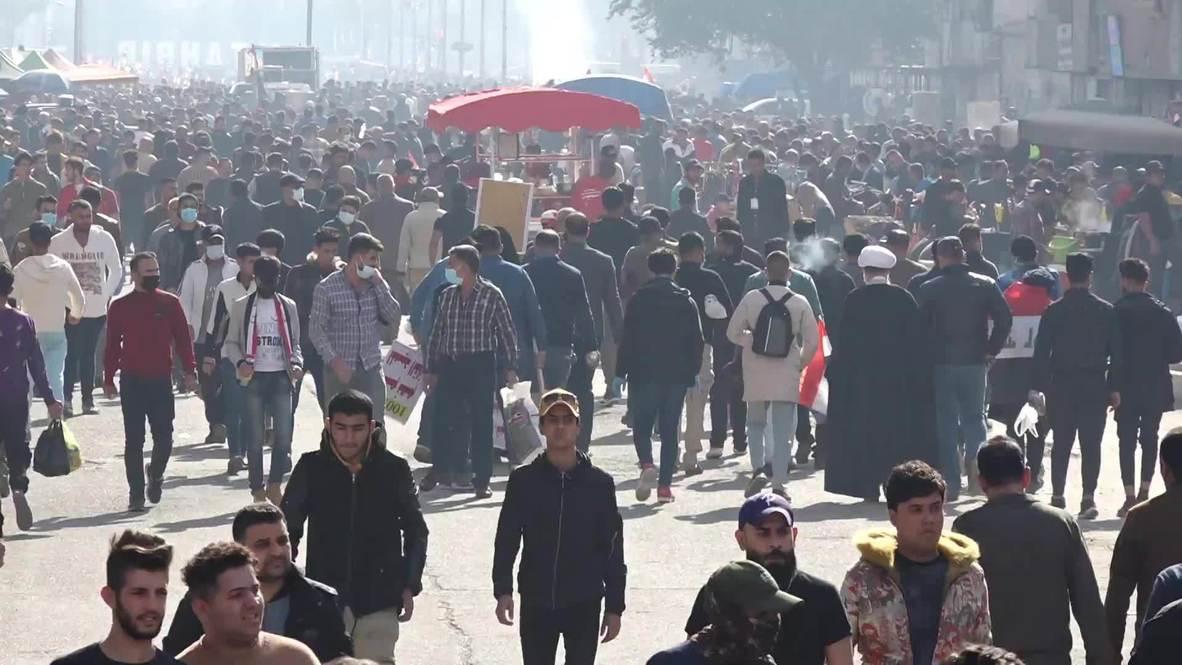العراق: تظاهر عشرات الآلاف من أنصار التيار الصدري في ساحة التحرير في بغداد