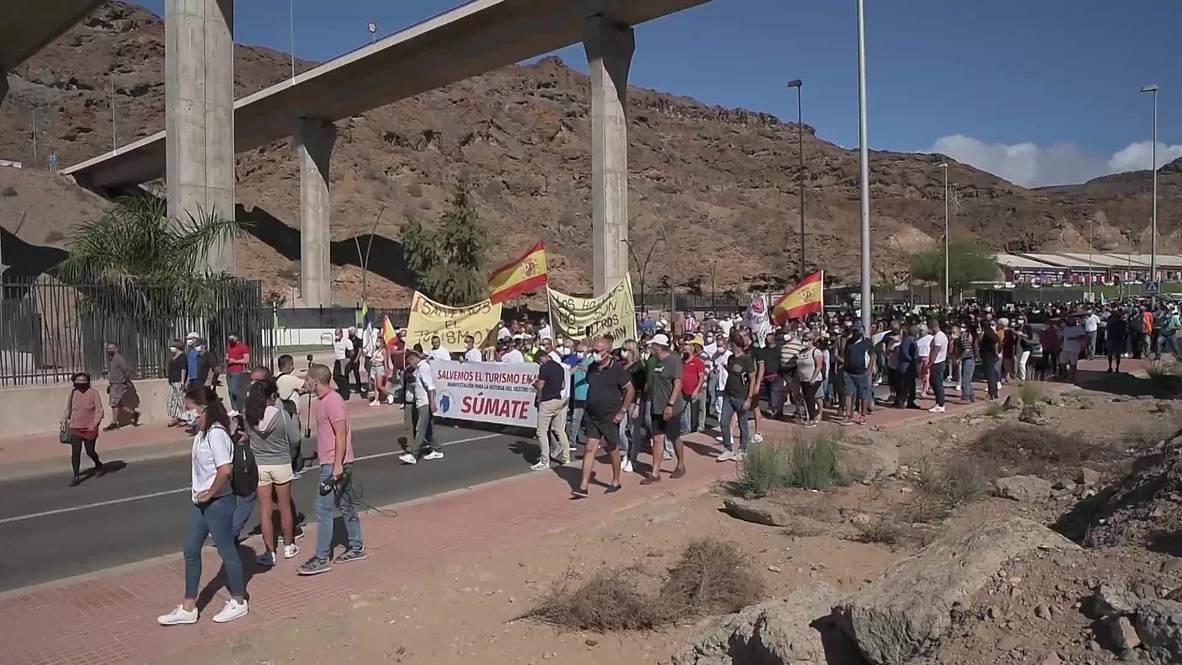 España: Hosteleros protestan para pedir que los hoteles no puedan acoger a migrantes en Canarias
