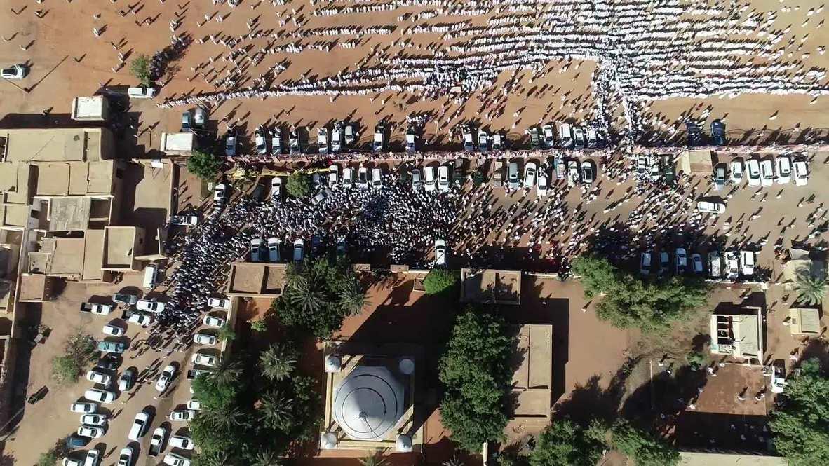Sudan: Thousands mourn ex-PM Sadiq al-Mahdi's death from COVID