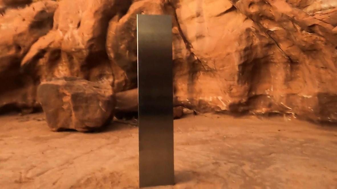 USA: Sightseer finds metal monolith in Utah desert despite authorities keeping location secret