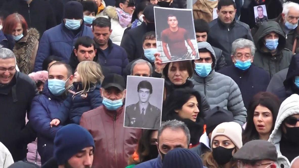 أرمينيا: المحتجون في يريفان يطلبون من السفير الروسي المساعدة في إعادة الأسرى وجثث القتلى