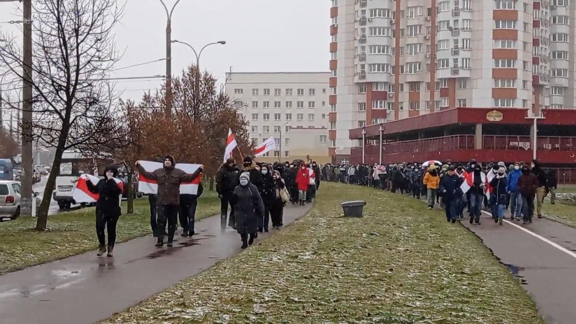 """Белоруссия: Жители Минска вышли на протестную акцию """"Марш соседей"""""""