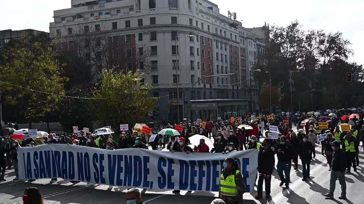 España: Manifestantes inundan las calles de Madrid y protestan contra los recortes en los servicios de salud