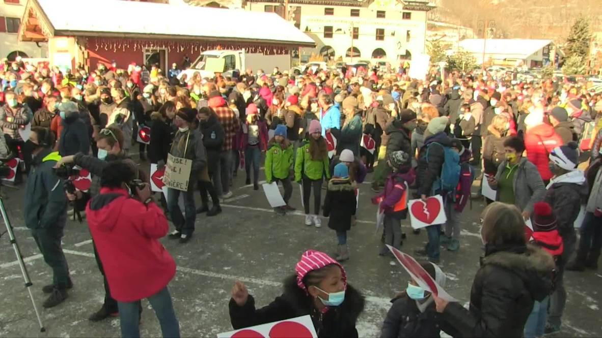 Francia: Cientos de personas protestan por el cierre de las estaciones de esquí por el coronavirus