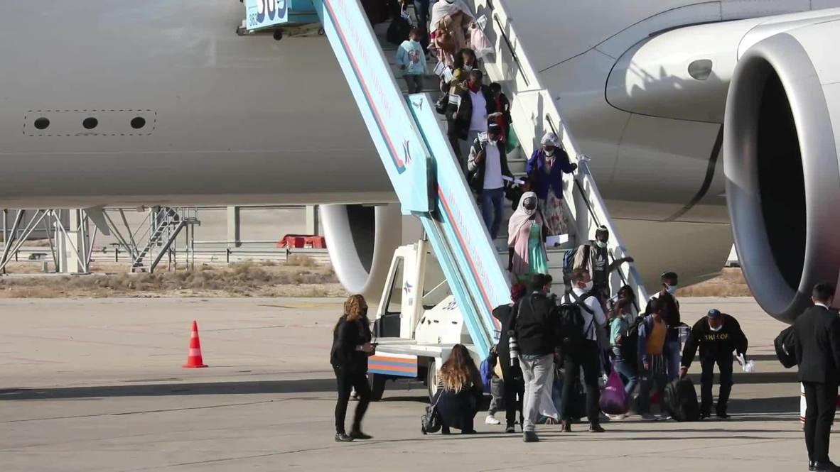 Israel: Netanyahu da la bienvenida a cientos de inmigrantes etíopes en el aeropuerto