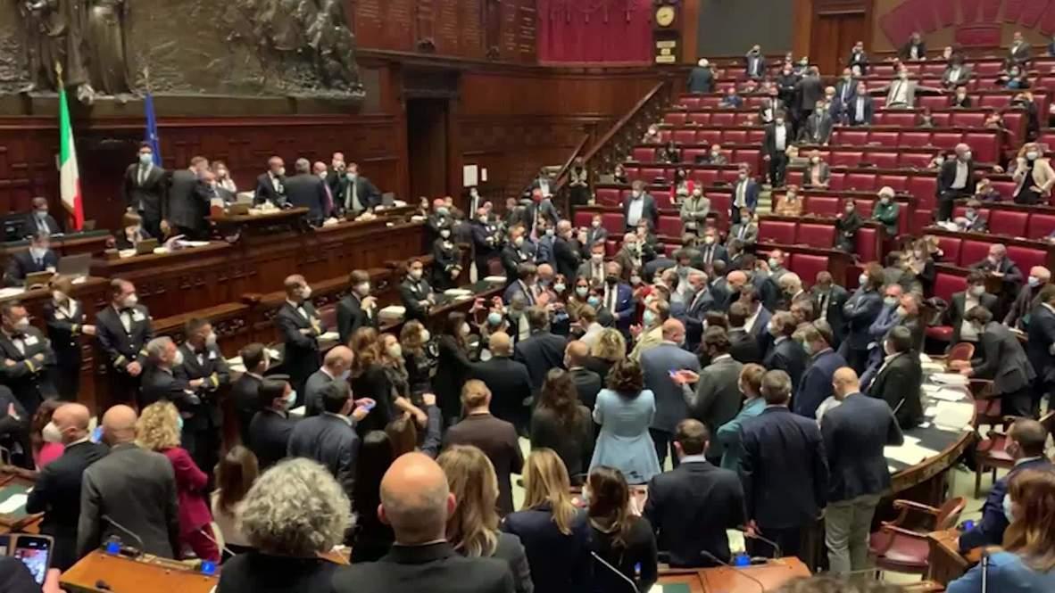 Italia: Diputados de centro derecha ocupan el Parlamento en protesta por las nuevas restricciones por covid-19