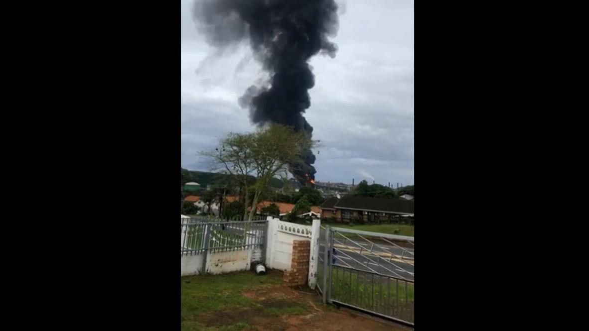 جنوب أفريقيا: إصابة سبعة عمال في مدينة ديربان جراء انفجار ضخم في مصفاة نفط