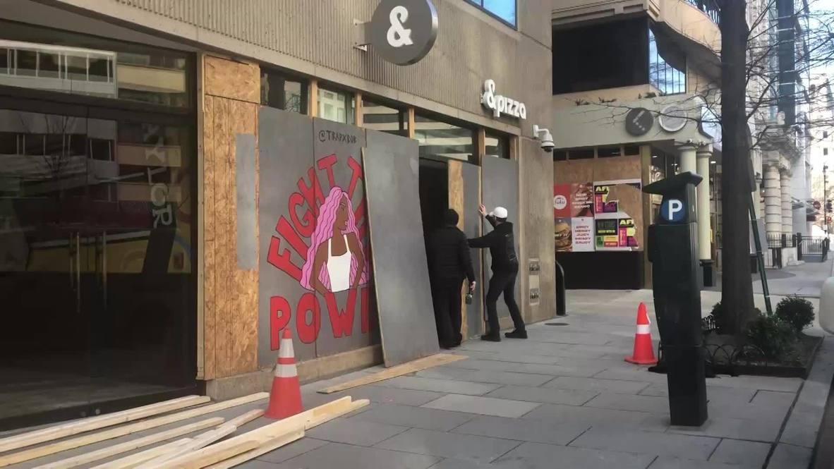 США: Окна офисов у Капитолия закрывают перед инаугурацией Байдена