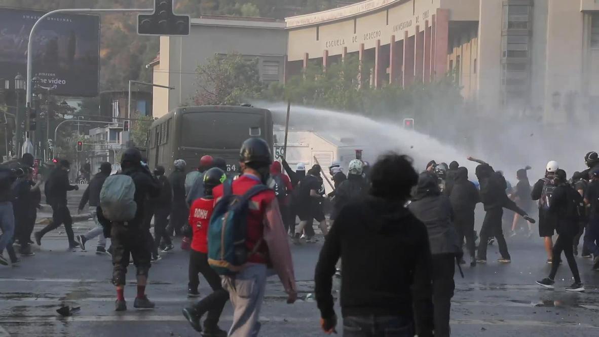 Chile: Carabineros dispersan una protesta en Santiago con cañones de agua y gas lacrimógeno