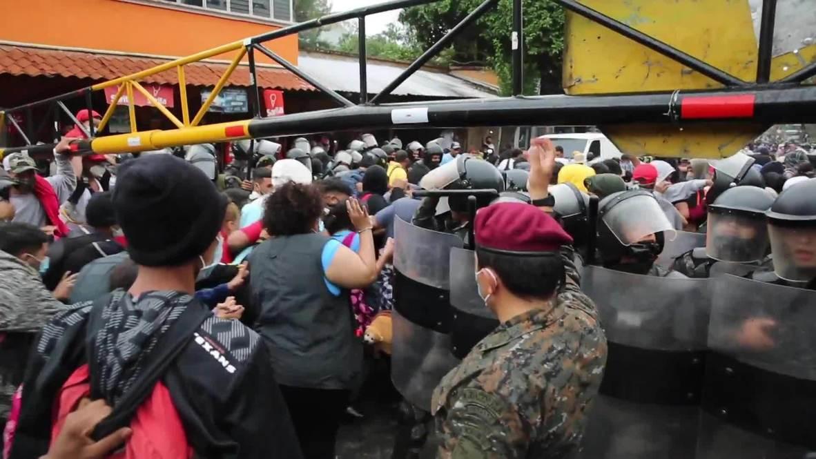 Honduras/Guatemala: Miles de migrantes rompen el cordón policial y cruzan la frontera