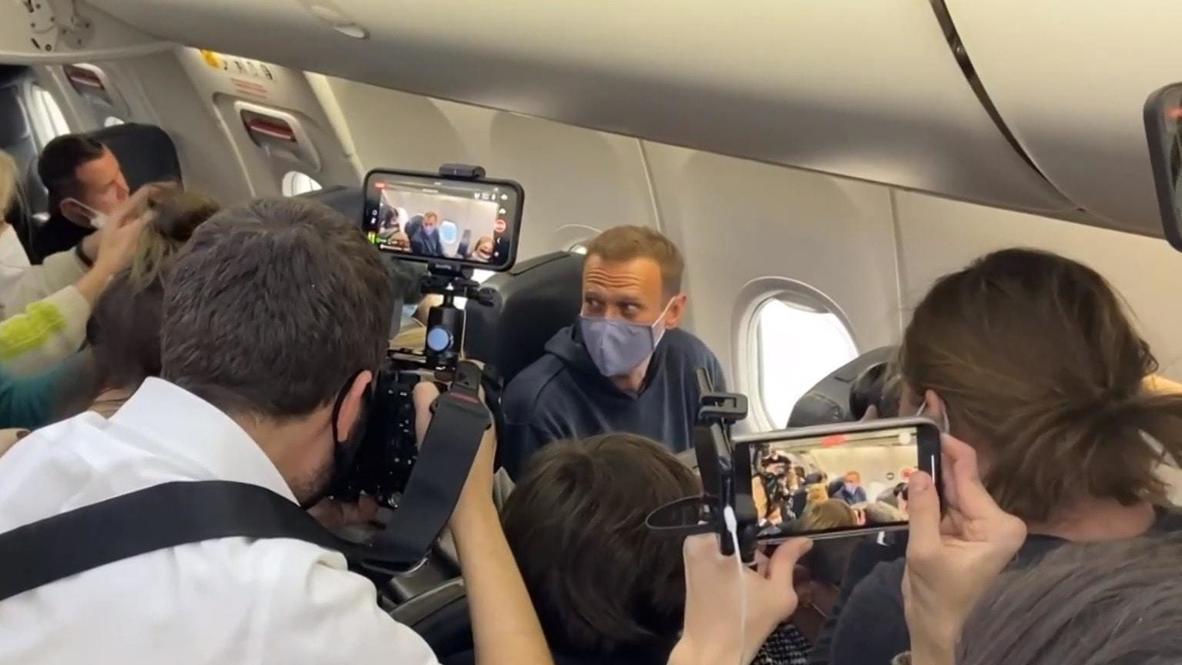 Alemania: Navalny embarca en el avión que le llevará a Moscú en el aeropuerto de Berlín