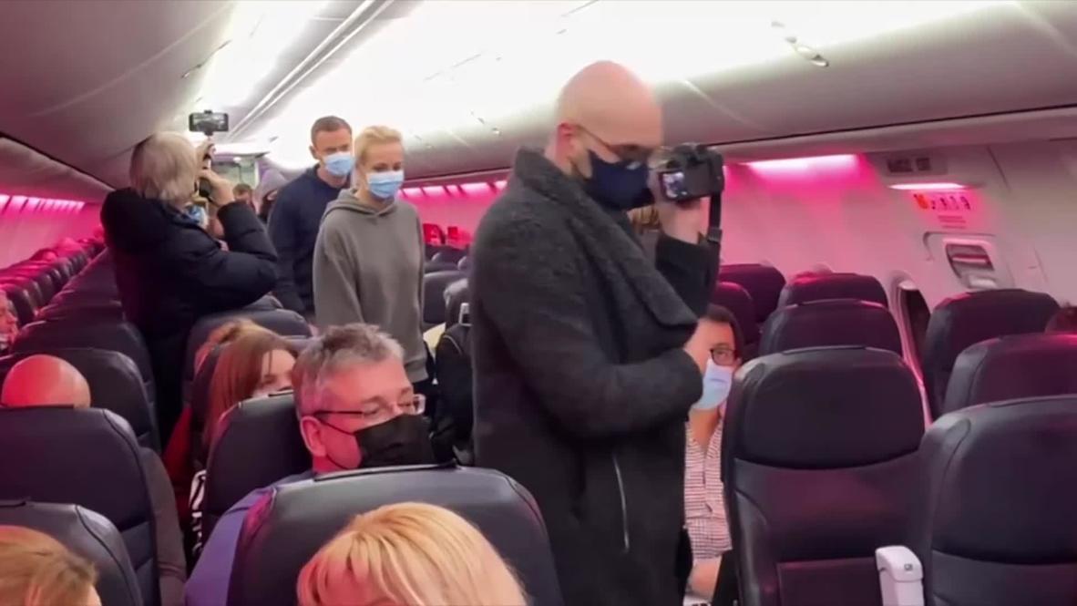 روسيا: هبوط طائرة تقل نافالني في مطار شيريميتيفو بموسكو