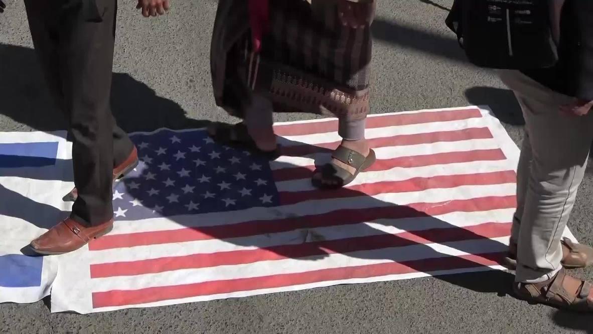 """اليمن: متظاهرون يسيرون باتجاه السفارة الأمريكية في صنعاء قبل إضافة الحوثيين على قائمة """"الإرهاب"""""""