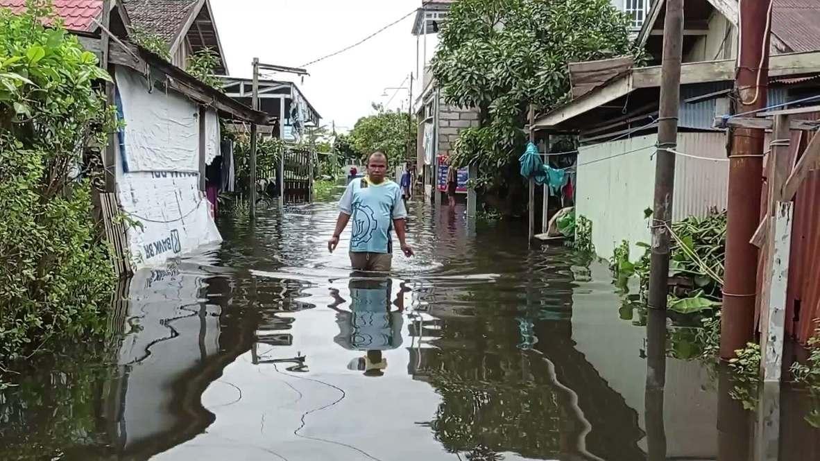 """إندونيسيا: إجلاء 20 ألف شخص في أعقاب """"أسوأ"""" فيضانات جنوب كاليمانتان"""