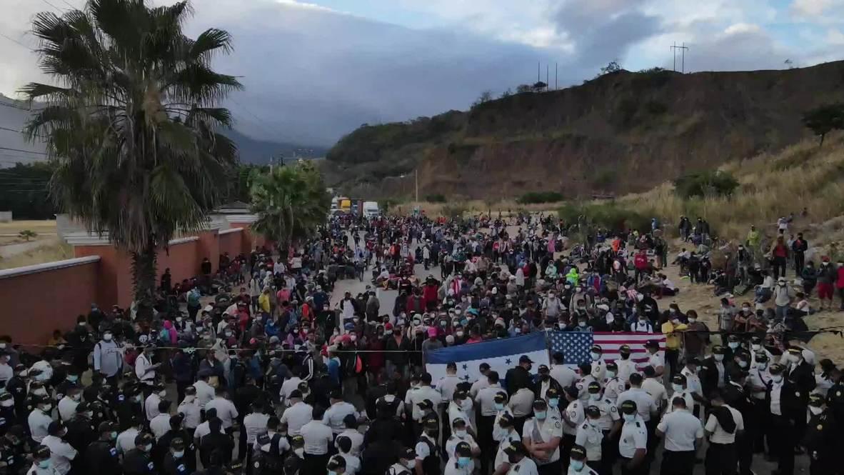 غواتيمالا: الآلاف لا يزالون عالقين مع حصار الشرطة قافلة مهاجرين متجهة إلى الولايات المتحدة