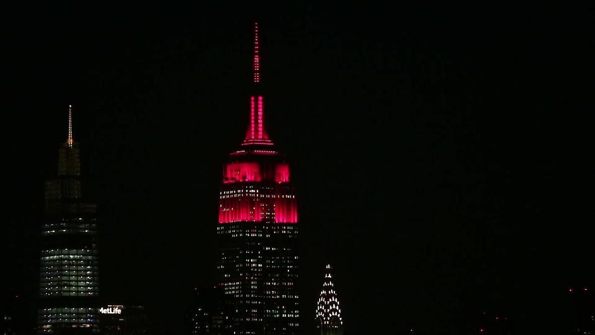 """الولايات المتحدة الأمريكية: إضاءة مبنى """"إمباير ستيت"""" الأيقوني في نيويورك تكريما لضحايا كوفيد"""