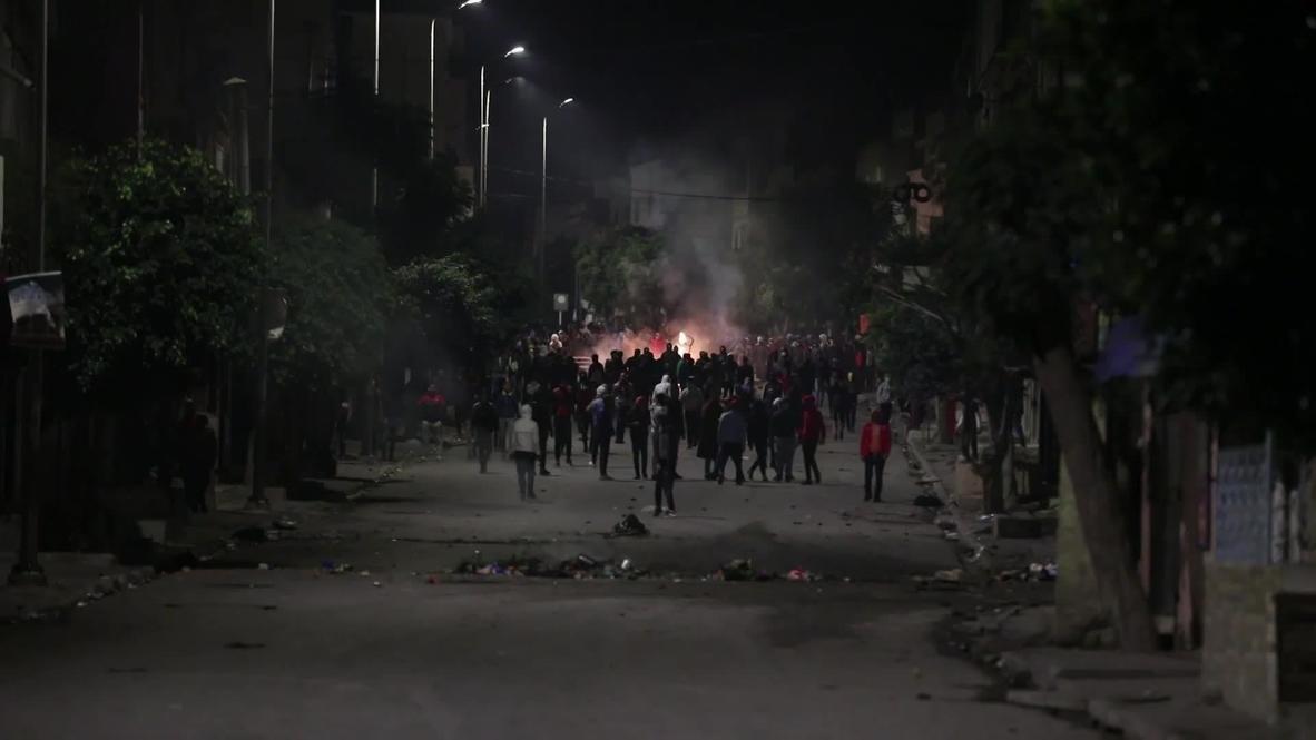 تونس: إطلاق الغاز المسيل للدموع ضد المتظاهرين مع تواصل الاحتجاجات في العاصمة لليوم الخامس على التوالي