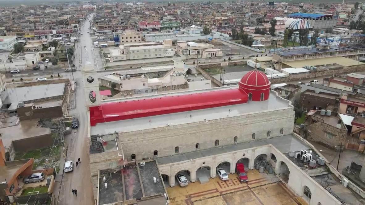 """العراق: تمثال السيدة العذراء يتوج برج كنيسة الطاهرة في قره قوش بعد تحريرها من """"داعش"""""""
