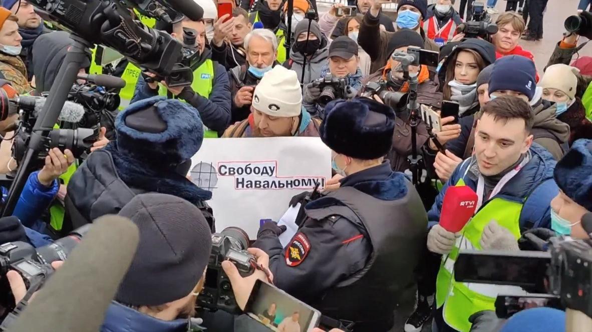 روسيا: الشرطة تحتجز مناصرين لنافالني في مظاهرة بموسكو