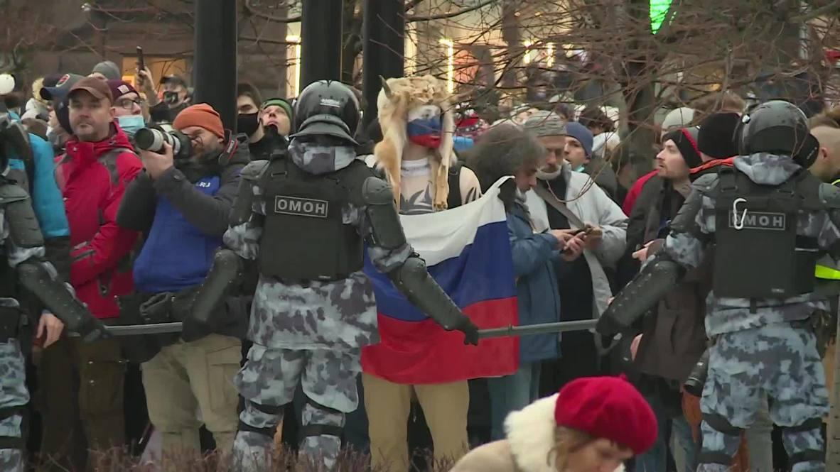 Россия: Полиция проводит задержания участников акции в поддержку Навального в Москве