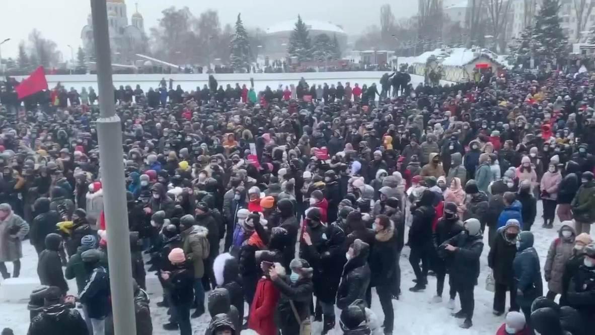 روسيا: الشرطة تحتجز أنصار نافالني في مظاهرات غير مرخصة في أنحاء متفرقة من البلاد