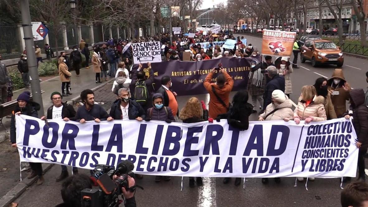 España: Miles de negacionistas del covid-19 toman las calles de Madrid