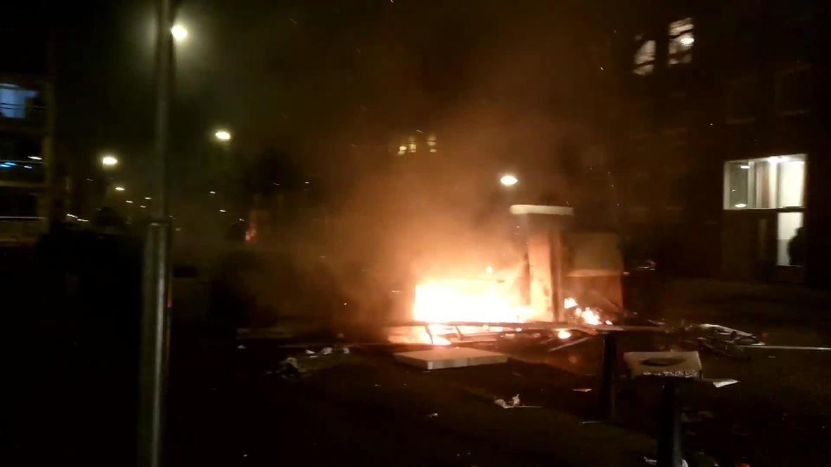 Países Bajos: Policía antidisturbios patrulla las calles tras protesta contra el toque de queda en Róterdam