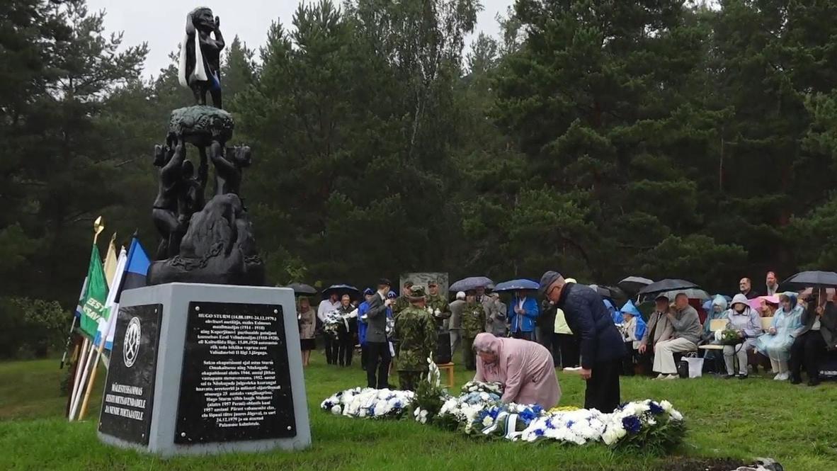 """Эстония: Памятник """"лесным братьям"""" открыли в деревне на юге страны   Video  Ruptly"""